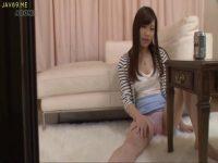 葵つかさが隣人のセックス音に興奮して美乳とおまんこを弄り始めるオナニー動画