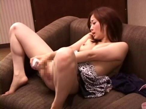 間男とラブホテルで淫行を愉しむ人妻が大人の玩具でおまんこを刺激するオナニー動画無料