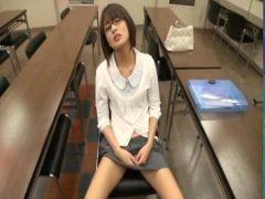 真面目に勉強してた美少女が欲情しておまんこを弄るオナニー動画無料