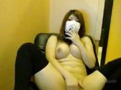 巨乳な美女が満喫で全裸になっておまんこを弄っていくライブ配信の無修正オナニー動画