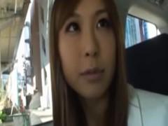 愛原さえが車の中でオナニーとフェラチオしちゃってるオな二ー動画