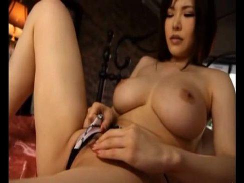 人気女優の沖田杏梨が爆乳やおまんこを弄り快感に喘いでるアダルトなオナニー動画無料